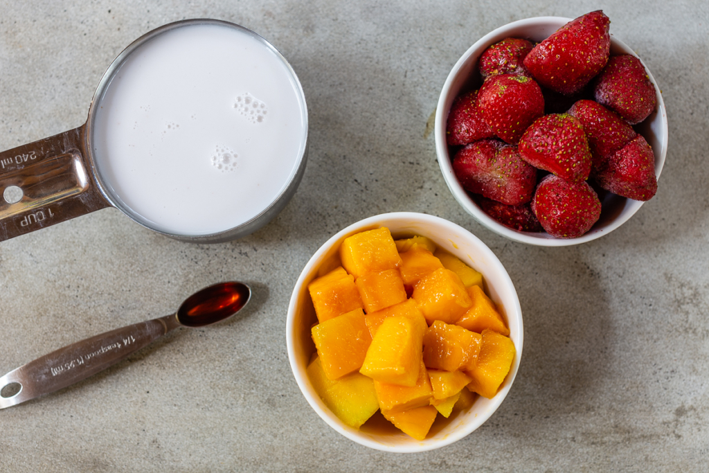 How to Make a Mango Smoothie Ingredients